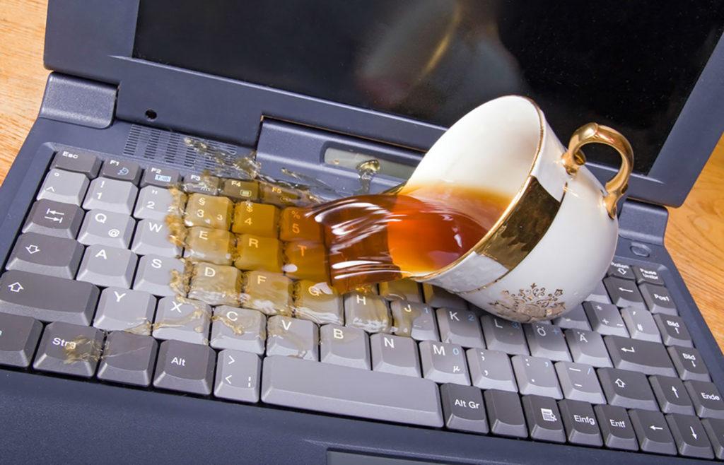 попала влагу на ноутбук