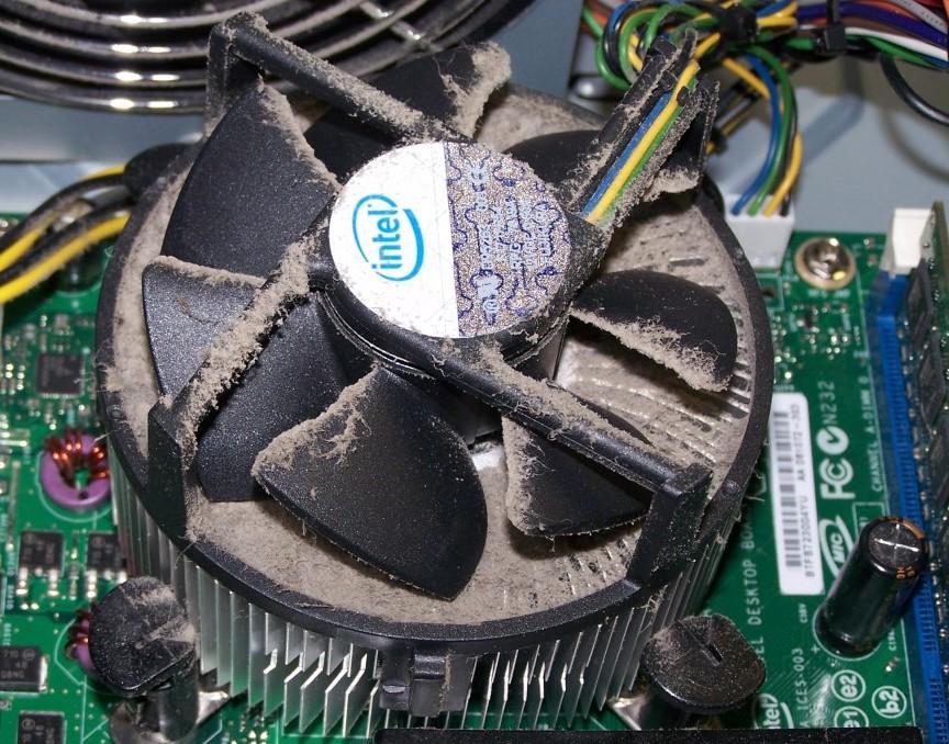 чистка пыли внутри компьютера
