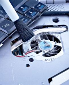 чистка системы охлаждения ноутбука через сервисное окно